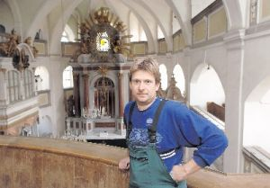 Friedhofsmeister Andreas Großer in der Hainewalder Kirche. Foto: Thomas Knorr